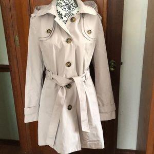 London Fog Trench/ Rain Coat , Tan size XL